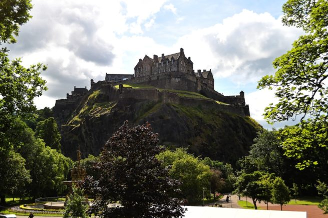 Explore Edinburgh Castle after your private flight!